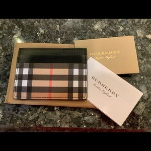 BURBERRY VINTAGE STYLE CHECK UNISEX CARD CASE